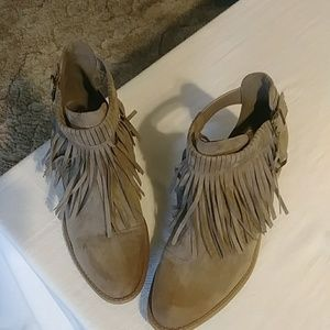 Fringe ankle suede like boot.